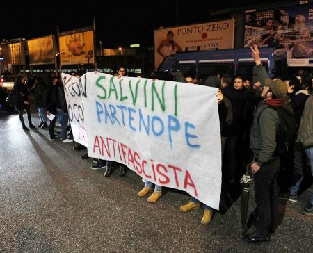 Voi con Salvini, noi con Partenope - Foto di Marco Cantile