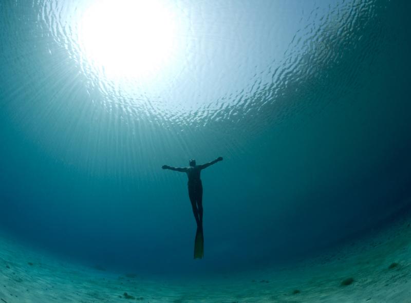 Trattieni il respiro sott 39 acqua rischi di annegare se non for Incollare sott acqua