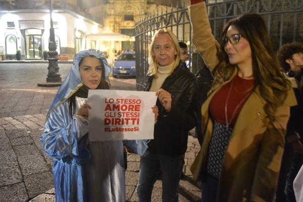 Valentina Nappi sostiene l'amore per tutti