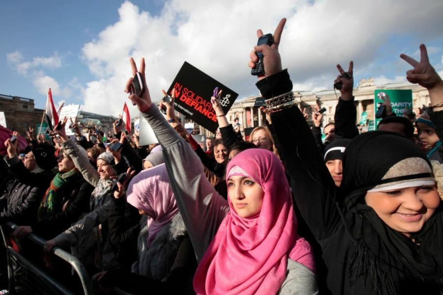 Donne musulmane manifestano in piazza