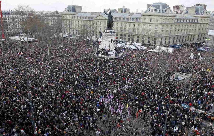 Vista panoramica di Place de la Republique prima dell'inizio della manifestazione