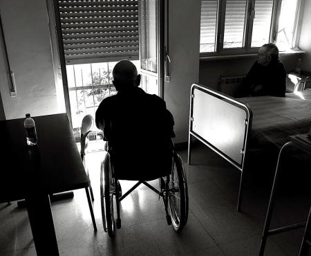 Anziani in casa di riposo.