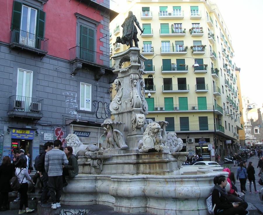 Fontana Carlo III in piazzetta Monteoliveto - Tutte le foto sono di Riccardo Bruno.