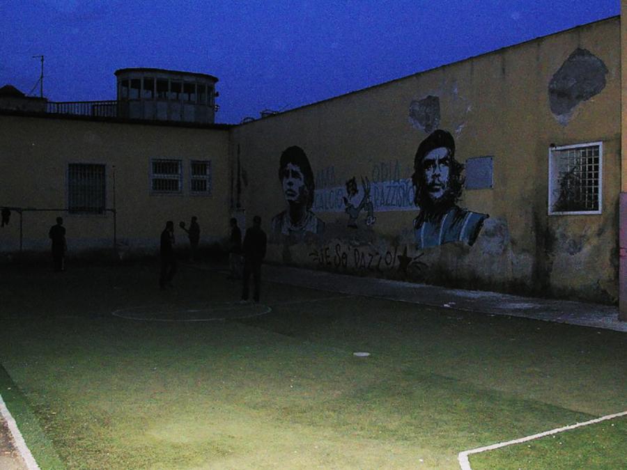 Una partita di pallone all'ex OPG occupato - Le foto sono di Francesca Roberto.
