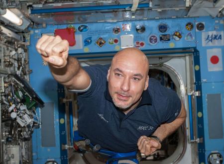 L'astronauta Luca Parmitano 'gioca' nella ISS