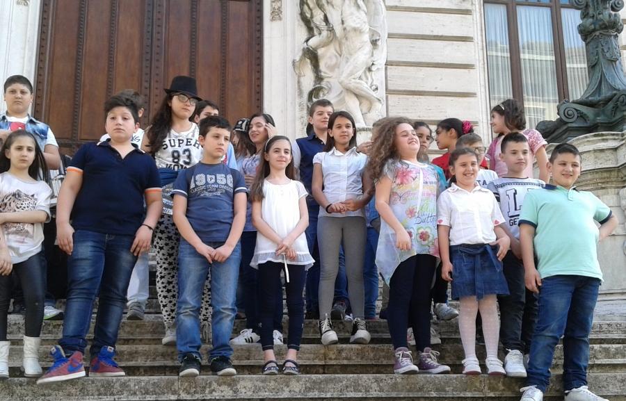 """Ragazzi di """"Musicarte"""" e del Consiglio comunale"""