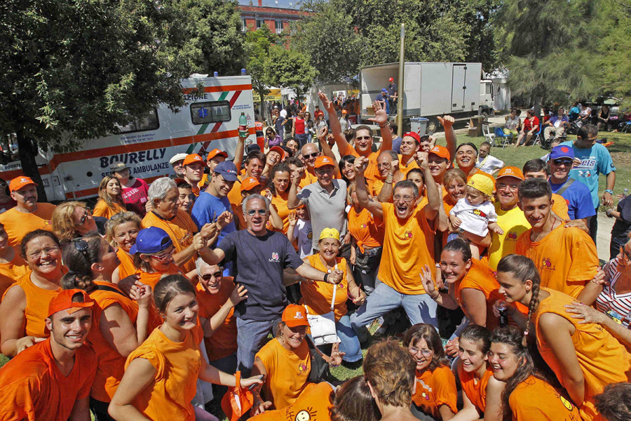 Parte dei volontari delle precedenti edizioni di Giochi senza barriere - Foto di Ciro De Luca.