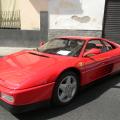 La Ferrari 348 del 1990 esposta per le strade di Chiaiano