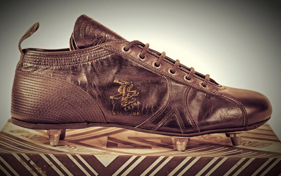 Una vecchia scarpa da calcio