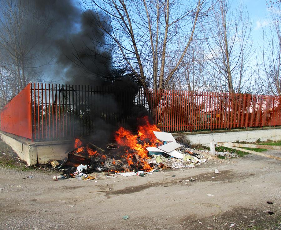 Spazzatura data alle fiamme