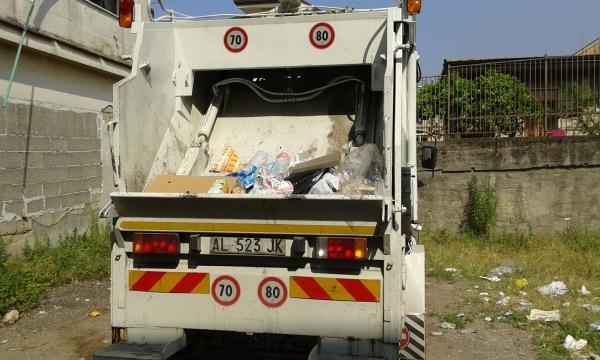 Mezzo comunale di raccolta rifiuti