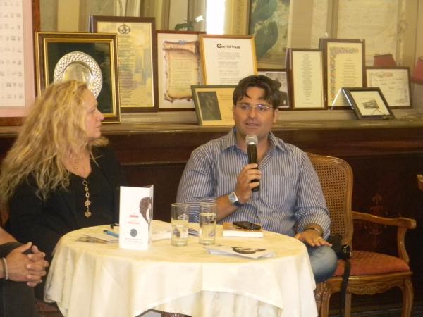 Nando Cirella, presidente dell'Associazione Espresso Napoletano con la giornalista Anna Copertino