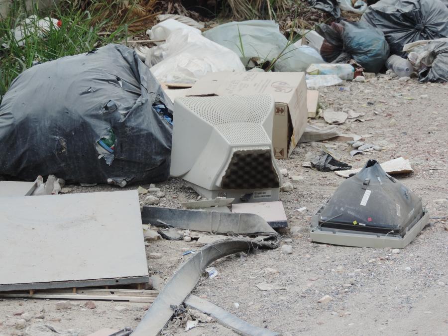 Vecchi computer scaricati illegalmente in via Sambuco
