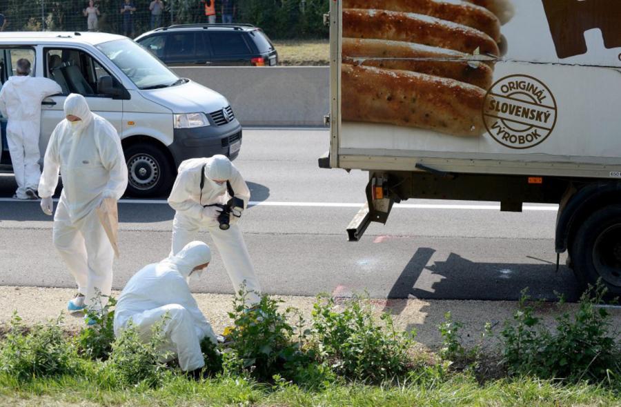 50 migranti ritrovati morti asfissiati in un tir in Austria