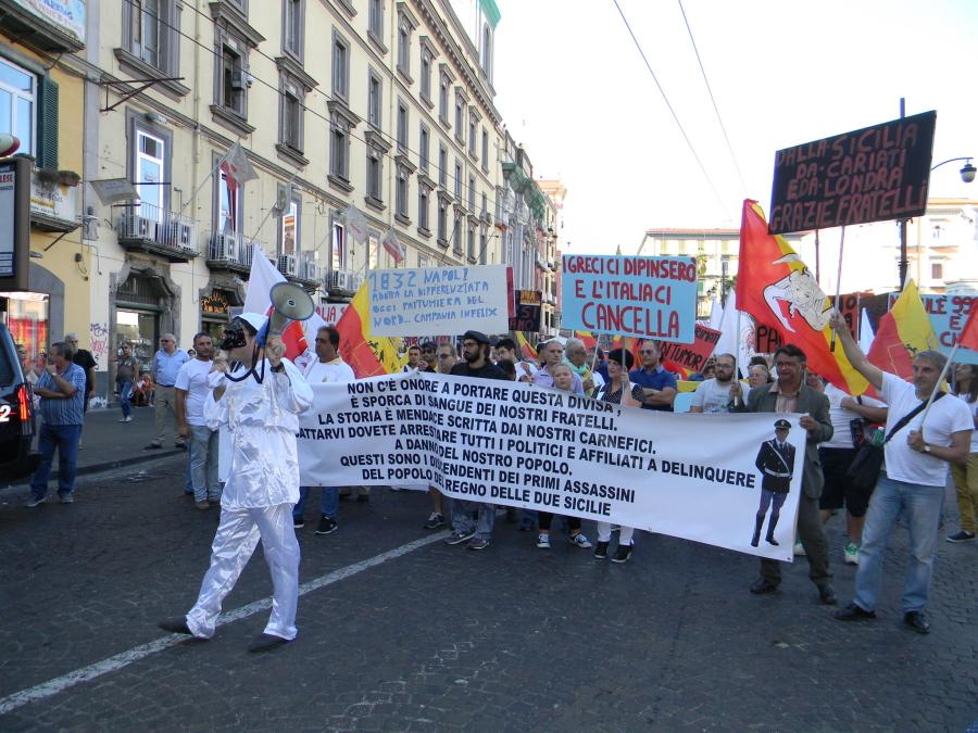 La 'Marcia Identitaria' nel Centro storico - Le foto sono di Riccardo Bruno.