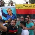 Migranti festeggiano Merkel e la Germania