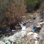 I rifiuti che deturpano il paesaggio della Costiera