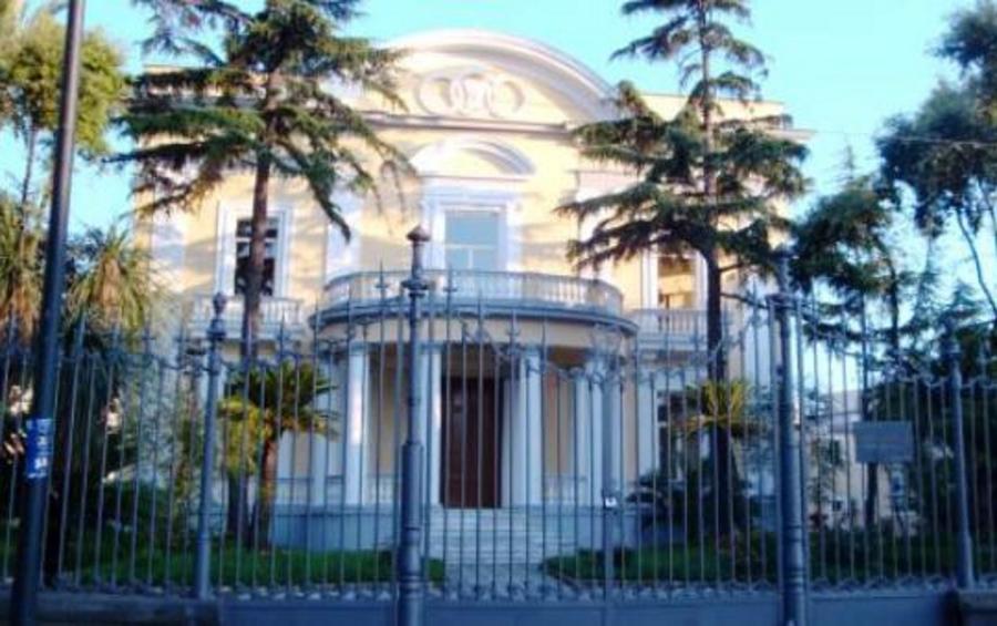 Villa Fernandez a Portici, ospiterà famiglie di profughi