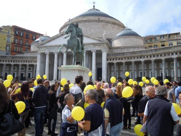 Piazza Plebiscito - #diciamoNOallaCAMORRA - Foto di Miriam Lanzetta