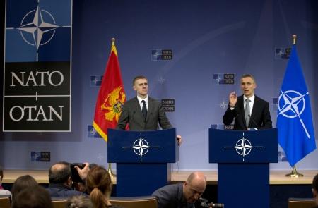 Jens Stoltenberg, segretario generale NATO, e Igor Luksic, Ministro degli Esteri montenegrino